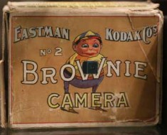 Photo of the original Kodak Brownie No. 2 packaging.