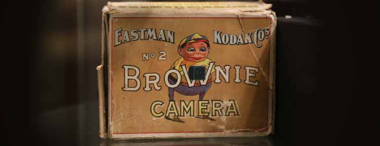 Photo of the original Kodak Brownie No. 2 packaging.